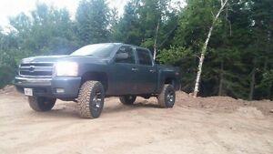 08 lifted Chevy,loaded