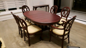 Solid mahagony wood dining set (table & 8 chairs)