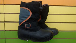 (305A) Boy's winter boots Size 5Youth