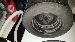 V.Good condition Goodyear winter tire 195/65R15 Belleville Belleville Area image 4