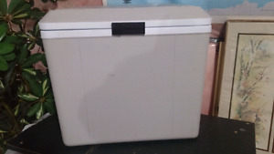 Refrigerator portable.12 volt, Cooler and warmer