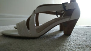 Size 11 Womens White Dress Heels -  Hush Puppies