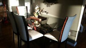 Gorgeous table and 6 leather chairs