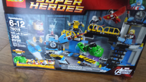 Lego Marvel SuperHeros Hulk Lab Smash 398 pcs NEW