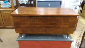 Vintage Walnut Cedar Lined Lane Blanket Box Chest