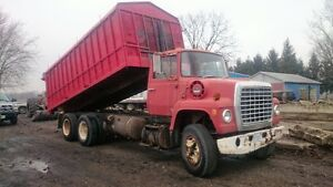 grain truck   with hyd. auger