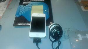 Apple iPhone 4S -Like New & Nike E1 Prime Performance Arm Band (
