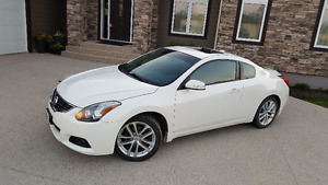 2011 Nissan Altima 3.5 SR Coupe - Premium Package