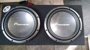 """Two 12"""" Subwoofers and enclosure Cornwall Ontario image 1"""