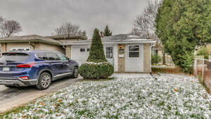 466 Pinetree Cres Cambridge home, Gleaming and Fully Renovated