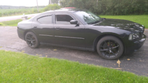 Great shape dodge charger 2009 se 3.5l 169000 km mags and winter