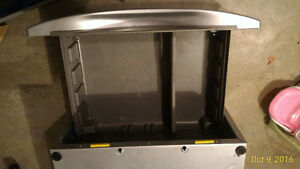 Whirlpool laundry Pedestal for Washer or Dryer Kitchener / Waterloo Kitchener Area image 2
