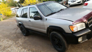 2001 Nissan Pathfinder XE SUV, Crossover