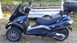 Piaggio (Vespa) MP3 400 IE, low mileage with add-ons