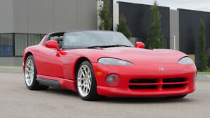 Dodge Viper RT/10 for sale.