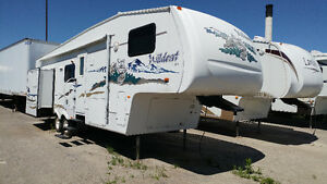 SALE Wildcat 5th wheel two slide outs $9,900