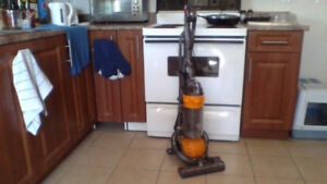 DYSON DC29 ROLLERBALL UPRIGHT (Low hours) $125