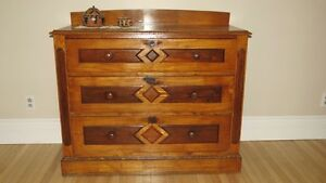 COMMODE ANCIENNE EN PIN - STYLE ANGLO-SAXON - VERS 1870