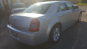 2007 Chrysler 300-Series 5.7L HEMI Sedan - LOW KM! MINT! Kitchener / Waterloo Kitchener Area image 5