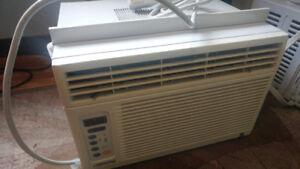 Window ac w thermostat
