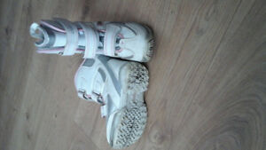GIRLS SIZE 2 SNOW BOOT