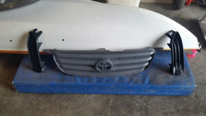 Toyota Corolla front grill and 2 inserts