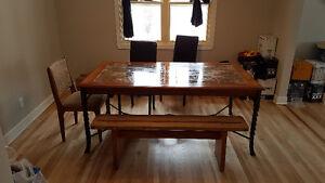 Table salle a manger, bois massif, granite et fer forgé + Chaise