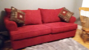 GORGEOUS QUEEN SIZE PULL OUT COUCH