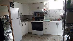 beau logement 4 1/2 dans demi sous-sol