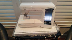 Brother Laura Ashley Innov-is NX2000 Sewing/Quilting machine