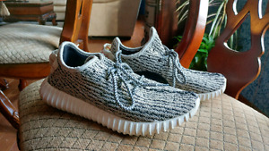Mens Size 7 or Womens Size 8.5 Yeezy Yeezys Great Condition