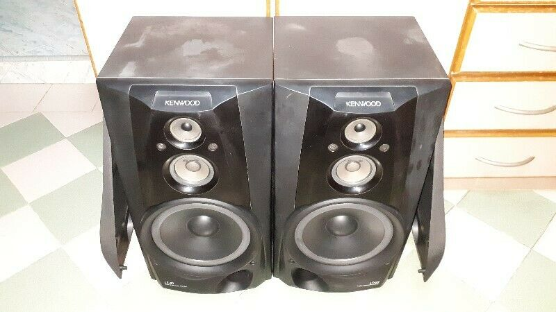 VERY GOOD CONDITION POWERFUL BASS SOUNDS OF KENWOOD LS-59 THREE WAY SPEAKERS.