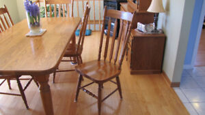 Oak table and 4 side chairs.