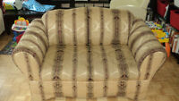 *****Loveseat/causeuse in very good condition*****