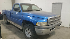 2001 DODGE RAM 1500 Pickup Truck - Only 208xxxKms