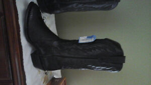 New Western Boots,black lizard size 81/2 but fits more like a 9