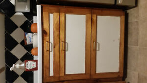 Wanted: Kitchen Cabinet