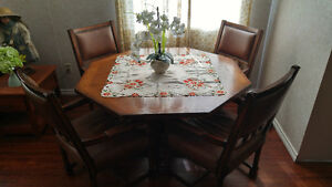Dining table / Poker table