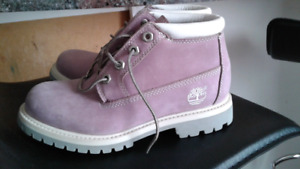 WOMENS SIZE 5 1/2 BRAND NEW TIMBERLANDS