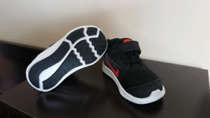 Nike Downshifter 8 size 5 for toddler EUC