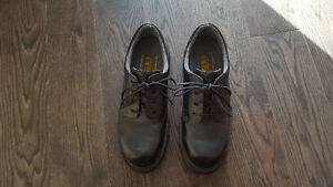 Size 10.5 men's safety shoes