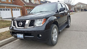 2007 Nissan Pathfinder LE SUV, Crossover FOR SALE IN BRMPTON !