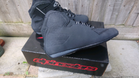 Alpine Sektor motorcycle ankle boots size 9 uk. Not for wide feet.