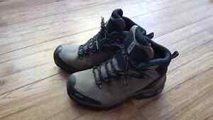8.5 Solomon Gore-Tex boots, 90$ OBO