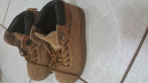 B.U.M Shoes Size 4