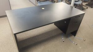 5' black desk