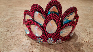 Crown and clip -- great for Irish dancing