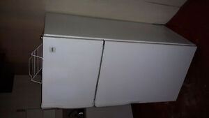 Excellent Condition Inglis 18 CU FT Fridge