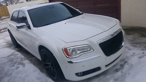 2011 Chrysler 300c loaded