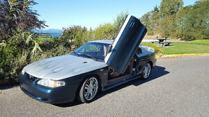 1997 Ford Mustang Silver/green Coupe (2 door)